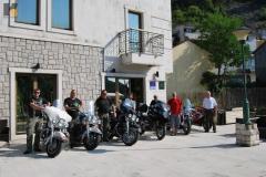 motorradgruppe-mit-tourgide