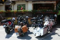 unsere-motorradgruppe-rastet